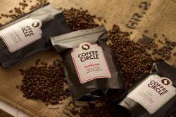 http://www.coffeecircle.com/media/Fotos/3_Unsere_Kaffees/Kaffee_beurteilen/coffee-circle-packungen_klein.jpg